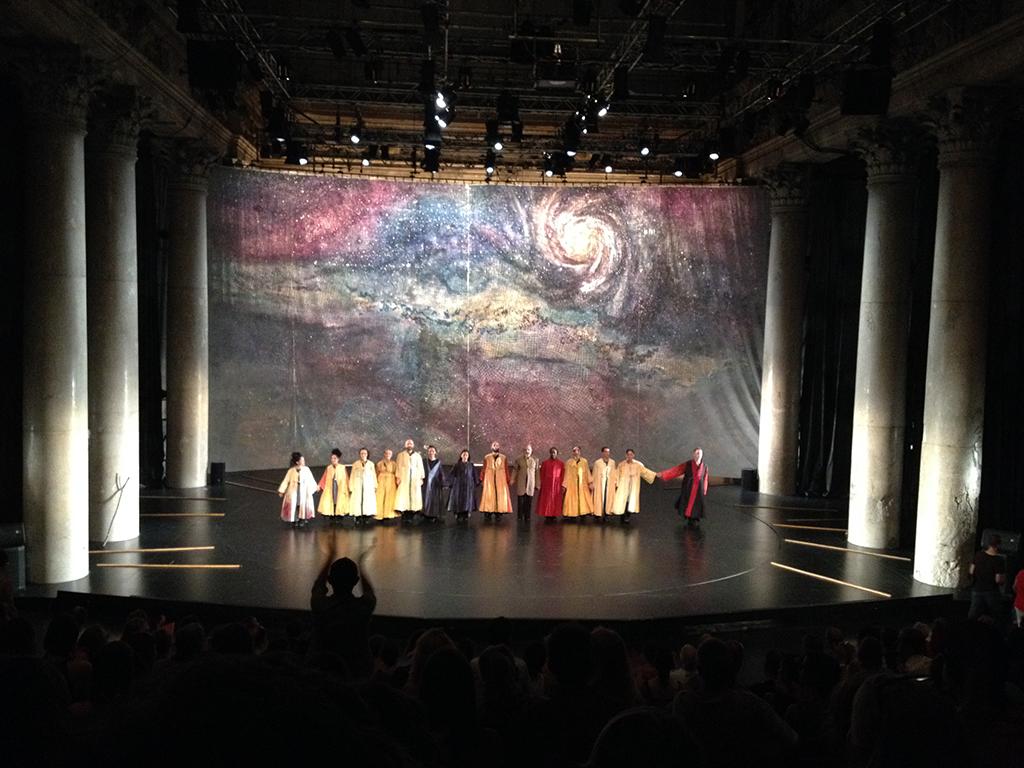 Endapplaus für das Serapions Ensemble im wunderschön poetischen (und sehr, sehr, sehr heißen) Odeon Theater